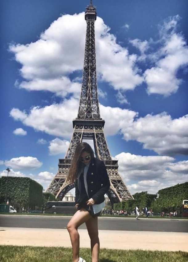 Sherlyn visitó París