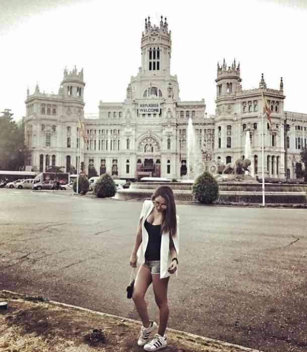 Sherlyn mostró su visita a España