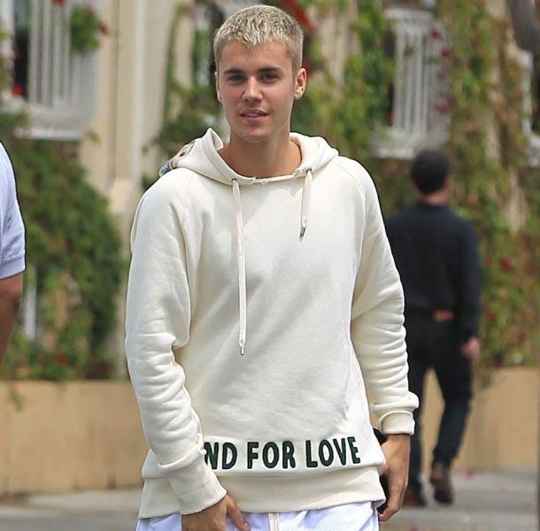 ¿Se pasó de copas? Justin Bieber ofrece concierto enfermo tras tremenda fiesta