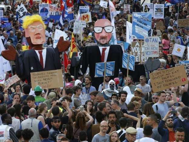 Cientos de personas protestan en Bélgica contra Donald Trump