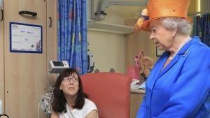 Isabel II visita a los heridos del atentado de Manchester
