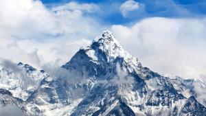 Subió al Everest en solo 26 horas y sin oxígeno