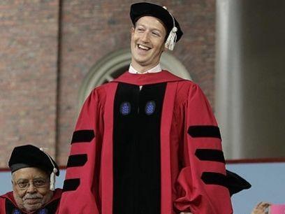 Mark Zuckerberg, el genio de la tecnología y mentor de la más grande red social es oficialmente un egresado de Harvard