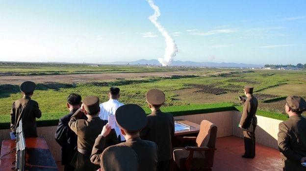 Kim Jong Un ordena construcción en masa de misil antiaéreo