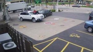 La valentía de una mujer para evitar el robo de su vehículo