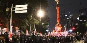 Repliegan a 200 aficionados del Ángel de la Independencia
