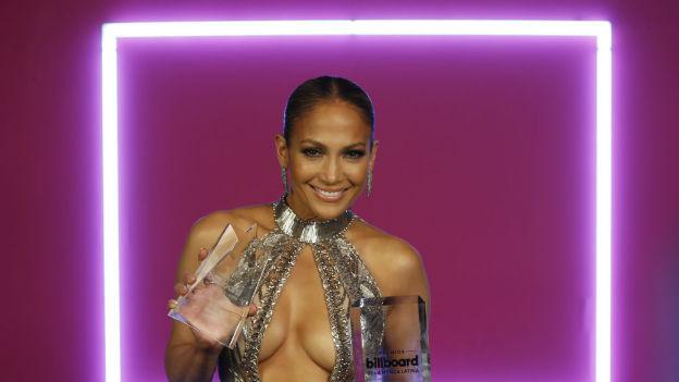 ¡Qué video! Jennifer Lopez mueve de más su trasero en concierto