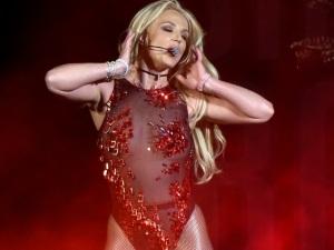 ¡Oops! Britney Spears sufre accidente y revela que hacía playback