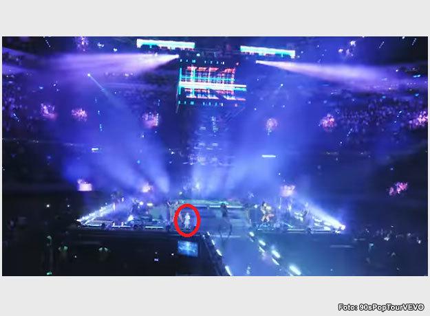 Este es la imagen donde aparece el supuesto fantasma en pleno concierto
