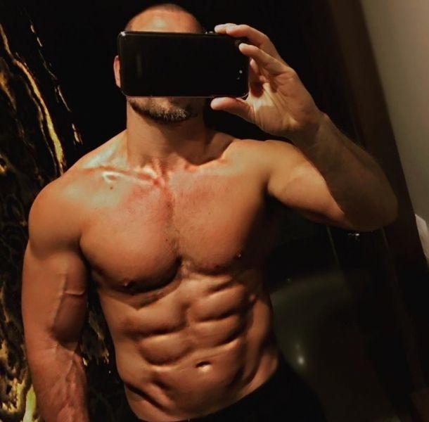 Rafael Amaya lució su cuerpo en Instagram