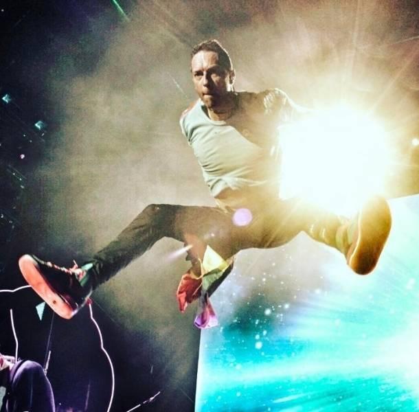 Chris Martin de Coldplay cantó en español por culpa de Shakira