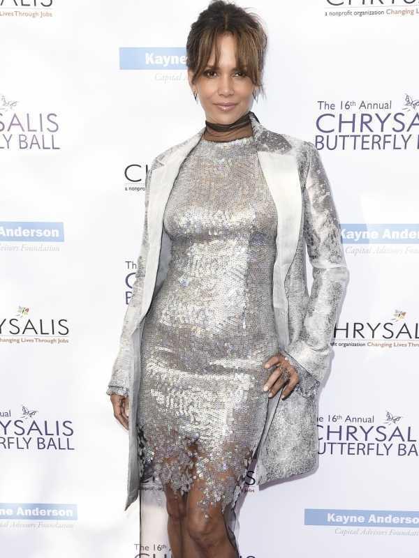 Halle Berry causó impacto cuando lució su vientre un poco abultado