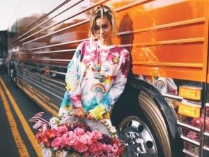 Miley Cyrus apoya a la comunidad gay con una emotiva canción