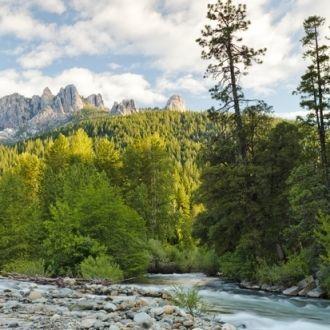 Parque Estatal Castle Crags: lugar lleno de mitos y leyendas