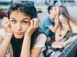 ¿Por qué nos atraen las personas con pareja?