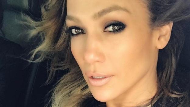 ¡Oh por Dios! Jennifer Lopez desata más que criticas con fotografías