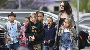 Hija de Angelina Jolie y Brad Pitt ¡inicia tratamiento transgénero!