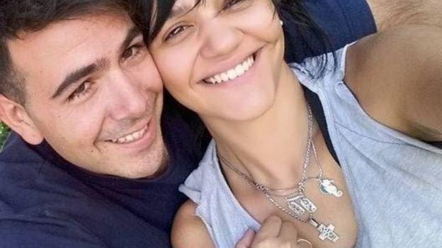 Denuncia maltrato, el policía se burla de él y su esposa lo mata