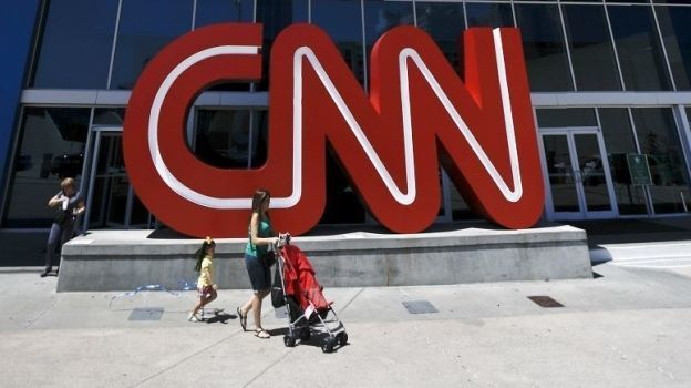 Renuncian tres periodistas de CNN tras retractarse de historia sobre Rusia