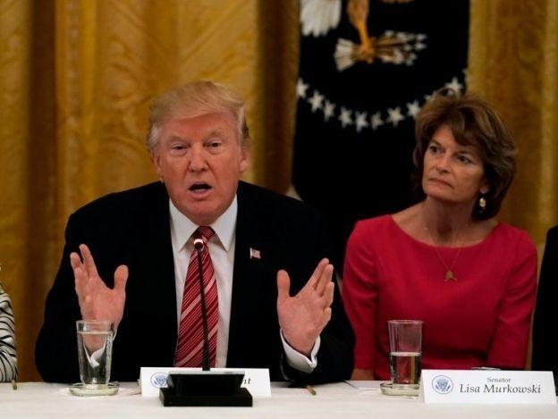 Trump asegura estar cerca de una ley de salud, pese a división republicana