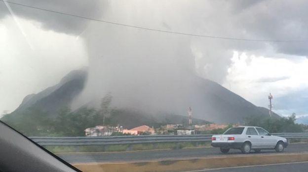 Impresionante 'nube de lluvia' fue captada en Nuevo León