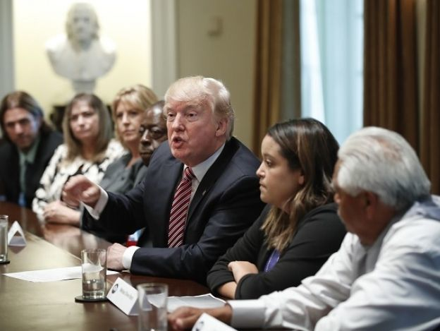 Trump pide ley migratoria y endurecer castigos a deportados reincidentes