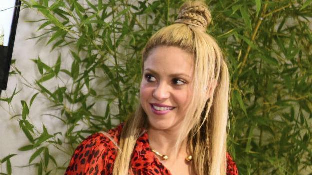 ¡OMG! Shakira repite vestido en boda de Messi