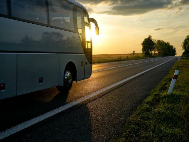 Viajar en autobús te permite trasladarte y ahorrar en hospedaje