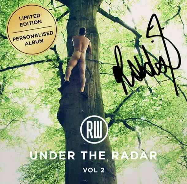Robbie Williams aparece desnudo en la portada de su nuevo disco