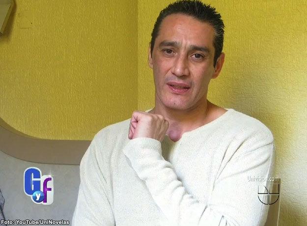 Fernando Cervantes Landa reapareció tatuando cuero para bolsos de mujer