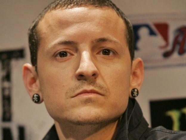 ¡Vocalista de Linkin Park se suicida!