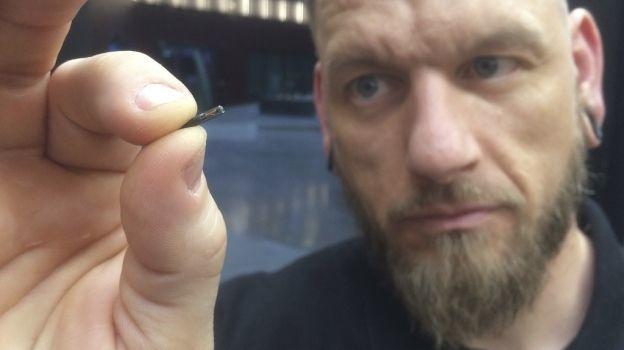 Empresas ya están por implantar microchips en sus empleados