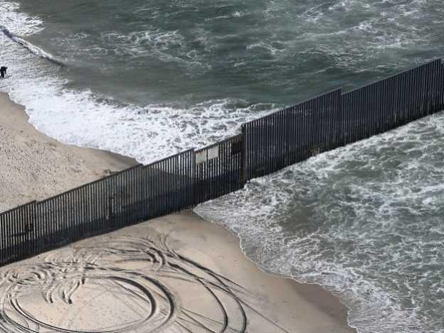 Congreso aprueba financiar el muro fronterizo de Trump
