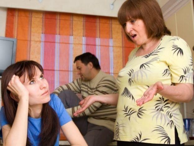 Cómo caerle bien a tu suegra sin morir en el intento