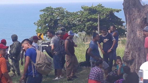 Aseguran a 126 migrantes en un tráiler en Veracruz