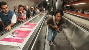 Niño pierde mano en escalera eléctrica del Metro Tacubaya
