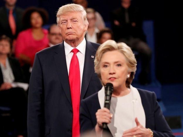 Clinton: 'Mi piel se erizó' cuando Trump se paró detrás de mí