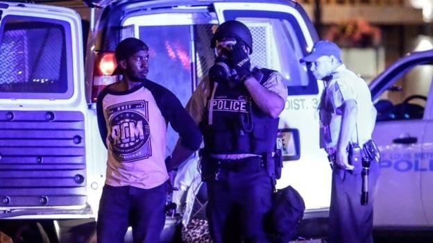 Suman 80 detenidos durante protestas en Missouri
