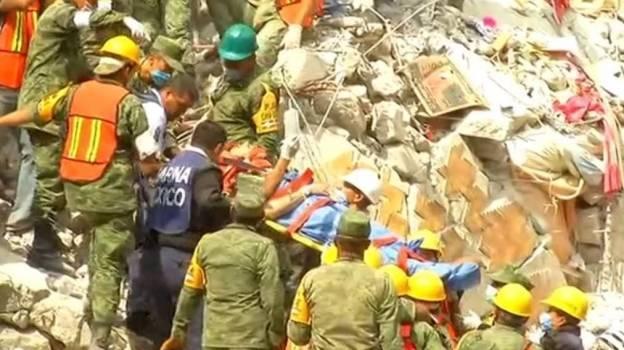Rescatan persona viva y dos cuerpos en edificio Ámsterdam en CDMX