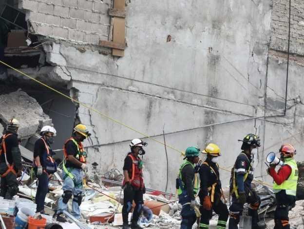Hasta 50 personas podrían seguir atrapadas entre escombros: Mancera