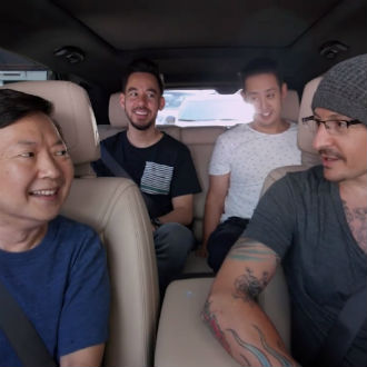 Mira a Chester Bennington en el Carpool Karaoke de Linkin Park