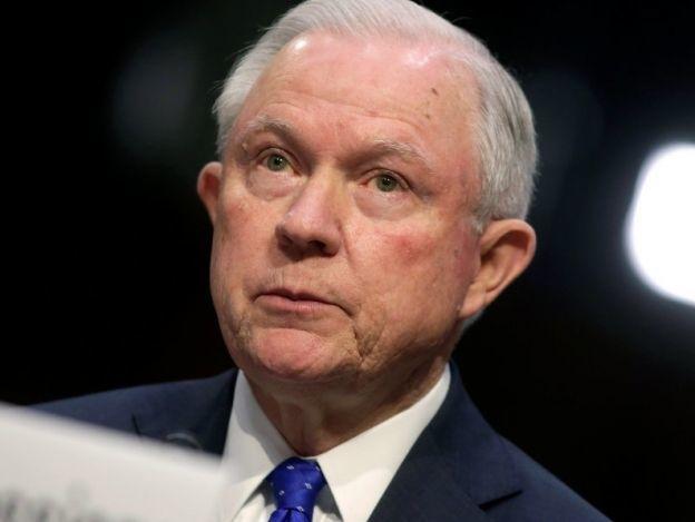 Fiscal Jeff Sessions se niega a revelar conversaciones con Trump sobre Rusia