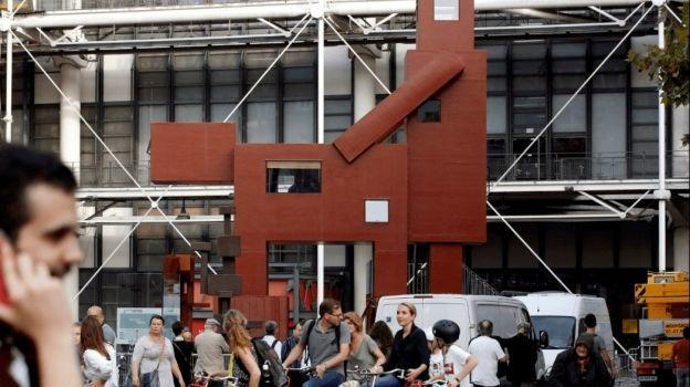 Escultura 'Domestikator' causa revuelo en París