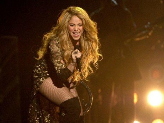 Critican a Shakira por retocar foto... ¡Y copiarle a Beyoncé!