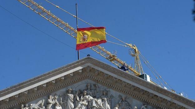Gobierno español tomará el control de hacienda y la policía de Cataluña