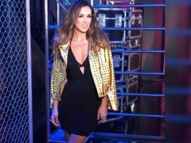 Jacqueline Bracamontes luce cuerpazo en sexy traje de baño