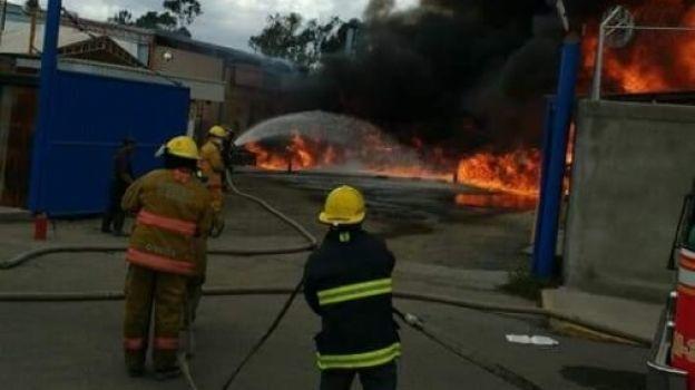 Incendio en Tultitlán deja un lesionado y 34 desalojados