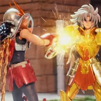 ¡Figuras de 'Los Caballeros del Zodiaco' cobran vida y pelean entre ellos!