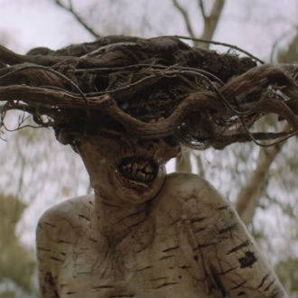 'The birch': Un corto de horror sobre un ser antiguo