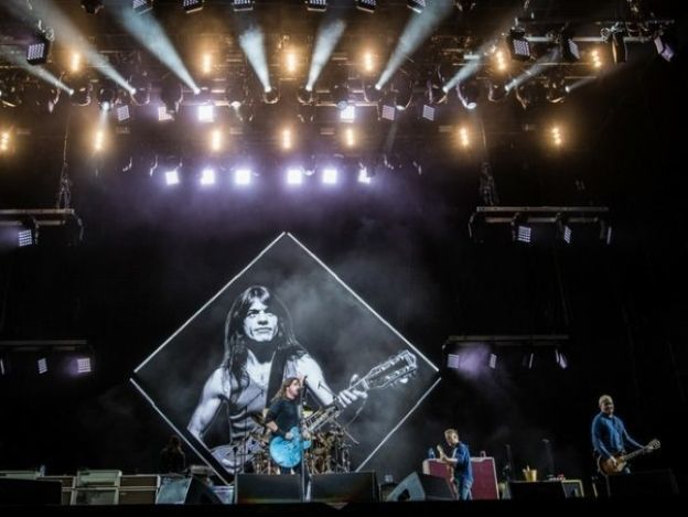 Foo Fighters rinde homenaje a Malcolm Young en el Corona Capital